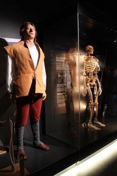 Archer model and skeleton ©The Mary Rose Trust